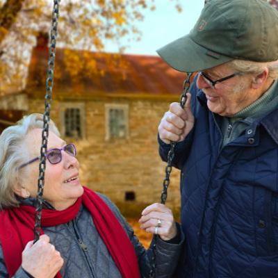 Anziani ragazzi dating minore ragazza